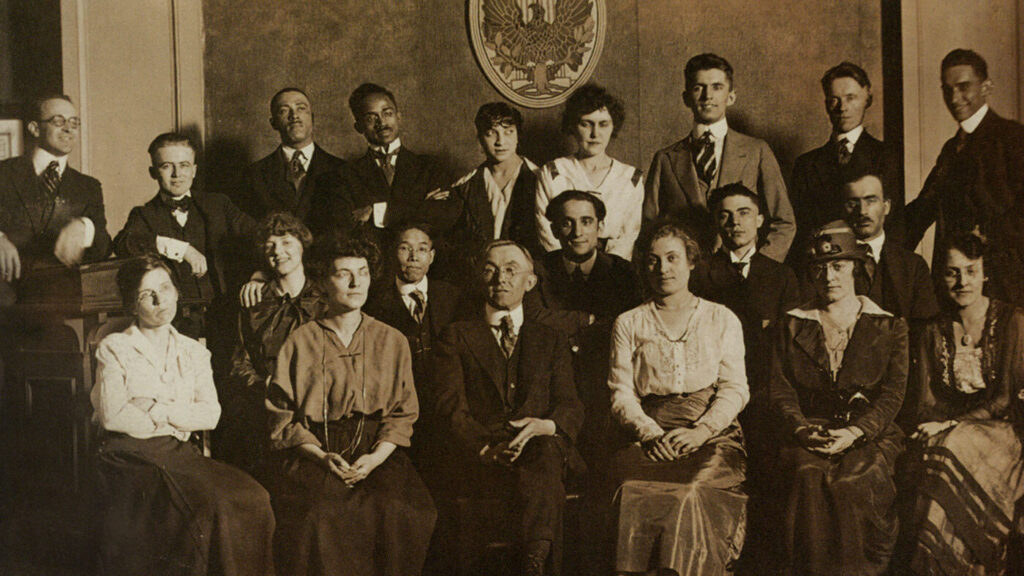Charles Dawson (back row, fourth from left) and class at the School of the Art Institute of Chicago, c. 1916.